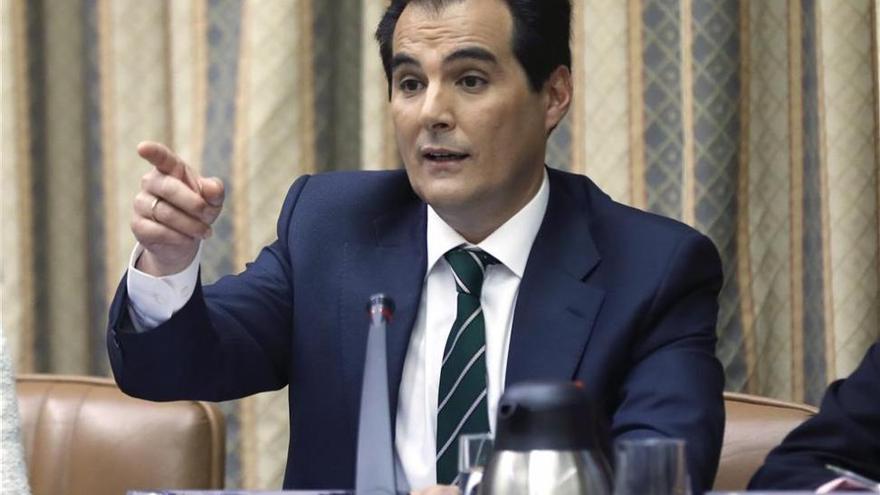 El Congreso reprueba y pide el cese de Nieto por reunirse con Pablo González