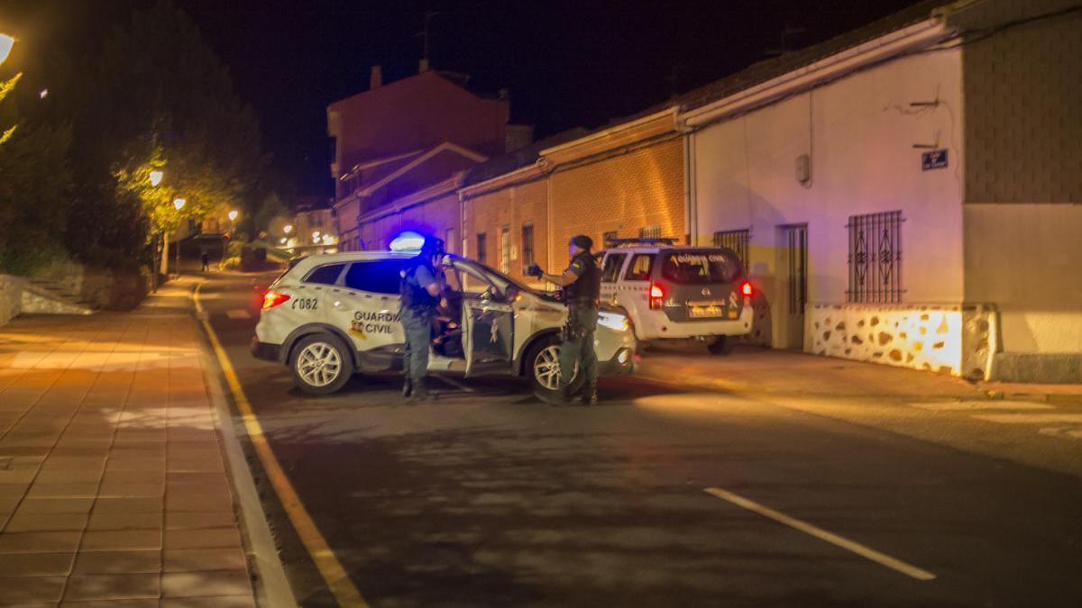 Guardia Civil en el operativo desplegado tras la reyerta en la calle Los Carros.
