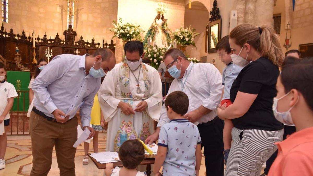 La hermandad de la Virgen de la Salud conmemora el 30 aniversario de la coronación