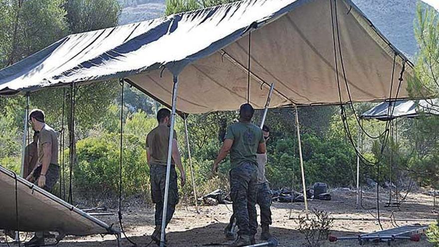 El Ejército instala tiendas de campaña en el campamento de la Victòria