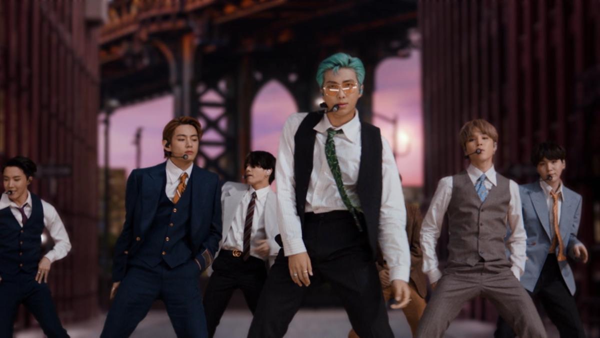 BTS, durante su actuación en los VMS