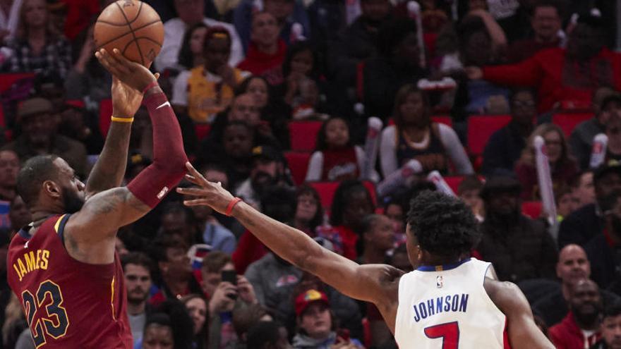 Calderón debuta como titular en la paliza de Cleveland a los Pistons