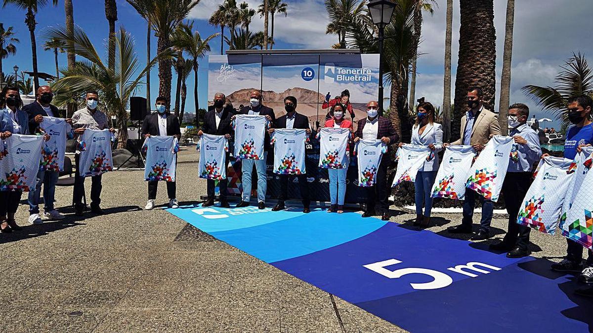 Autoridades y organizadores, durante la presentación ayer de la Tenerife Bluetrail 2021. | | E.D.