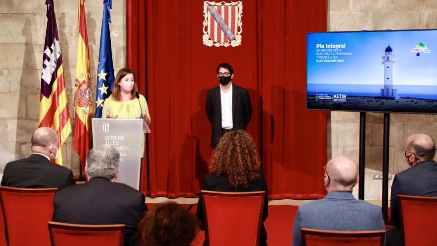 El Govern dará un bono de 100 euros por persona para hacer turismo entre las islas