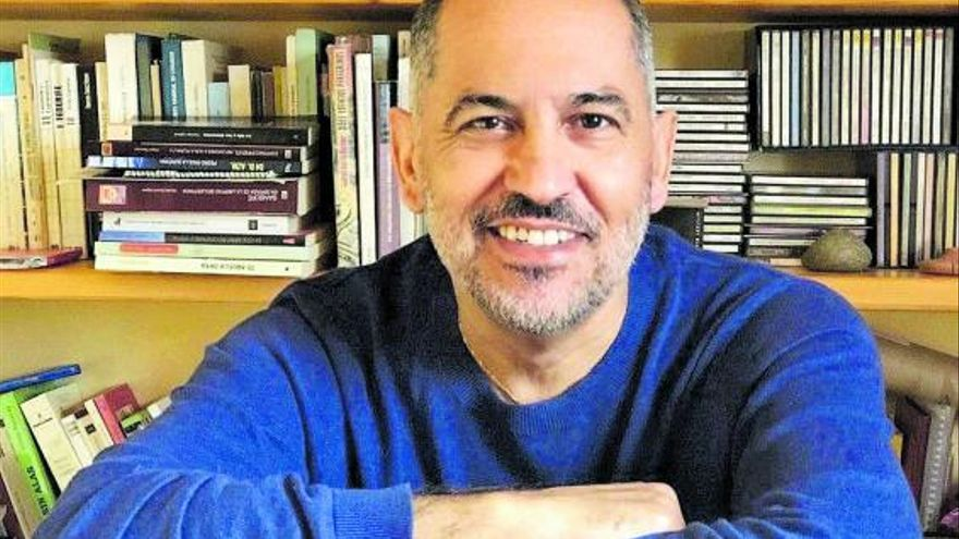 Luis Rivero: «El español de Canarias es un dialecto con voz propia»