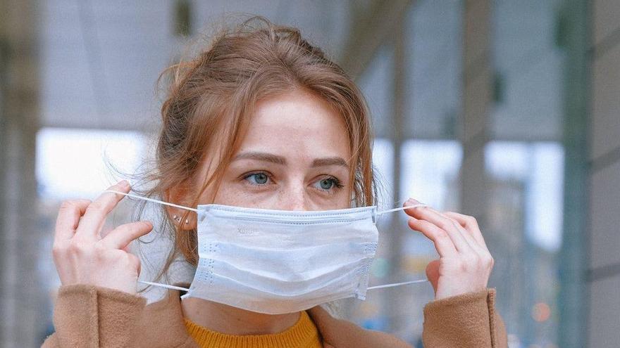 Què és el «maskne»? Consells per combatre l'acne causada per les mascaretes