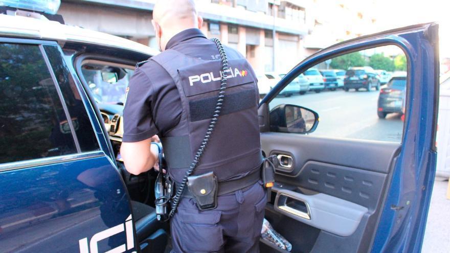 Detenido en València por pedir dinero a los viandantes con un cuchillo
