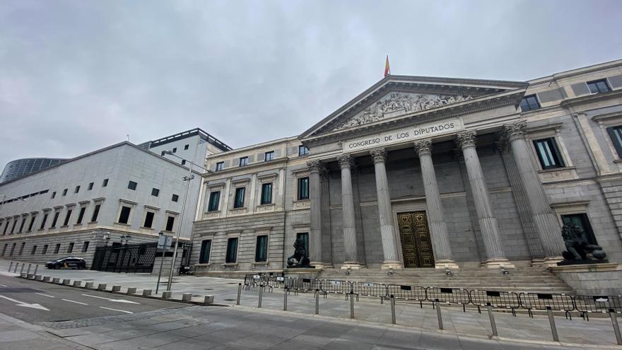 El PSOE propone garantizar por ley los números gratuitos de atención al cliente