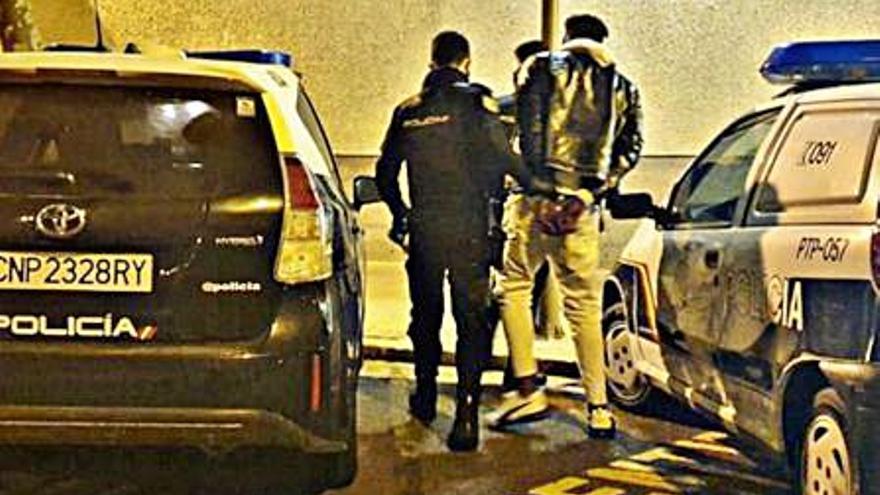 Detenido por intentar atracar a un hombre con unas tijeras
