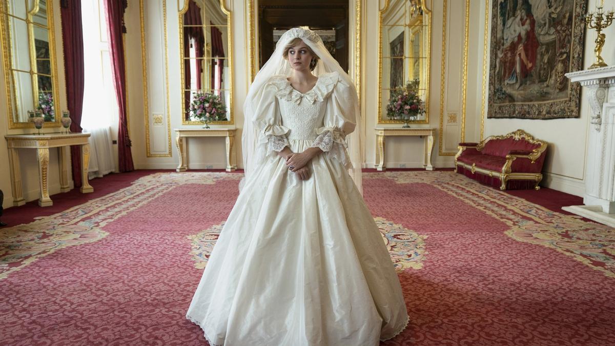 Recreación del vestido de novia de Diana de Gales para 'The Crown'