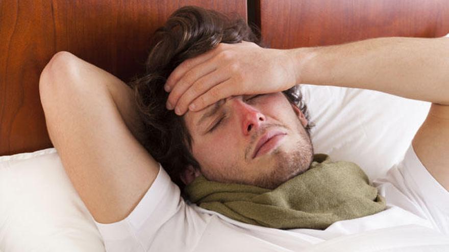 El dolor de cabeza es uno de los efectos de la gripe.