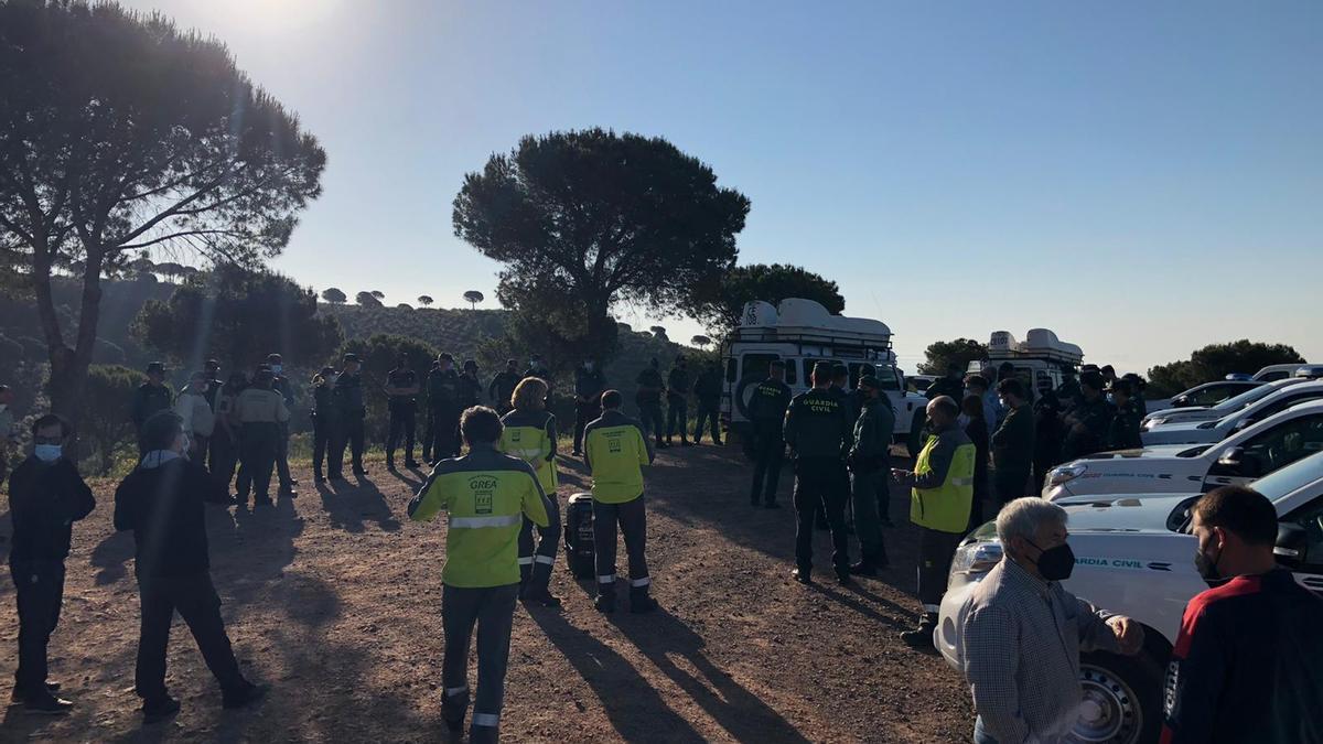 Numerosos voluntarios y organizaciones se han unido a la búsqueda liderada por la Guardia Civil.