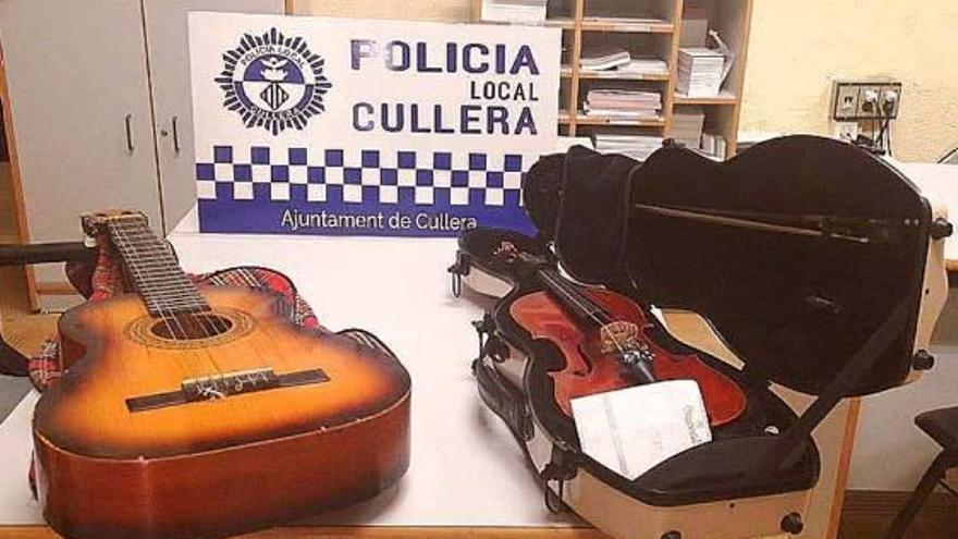 Dos vecinos hallan un violín de 1887 robado en Cullera