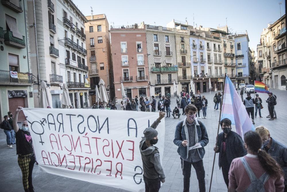 Concentració per defensar els drets dels transsexuals a Manresa