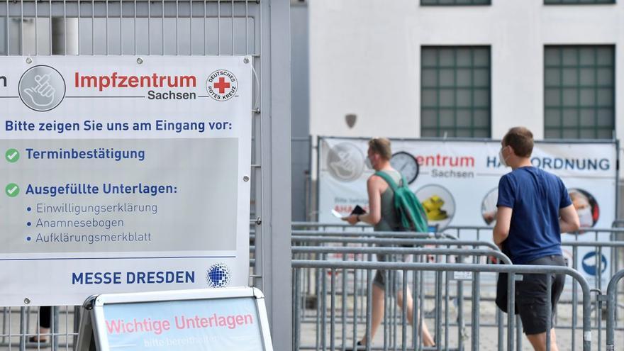 Milers d'alemanys necessiten una altra dosi de vacuna perquè els van injectar una solució salina