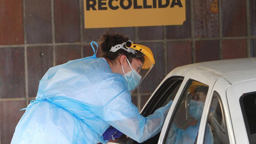 Galicia frena los nuevos contagios y los enfermos activos de Covid