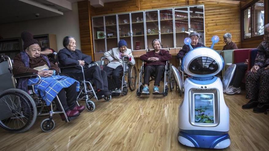 La Xunta ensayará el uso de robots para cuidar de mayores en las residencias