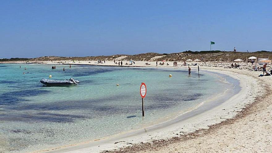 21 denuncias en Formentera por una reunión social en ses Illetes