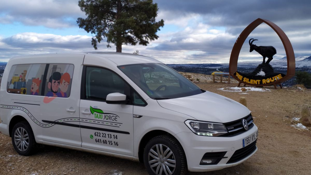 El nuevo taxi cero emisiones adquirido por Jorge en el quinto aniversario de la empresa