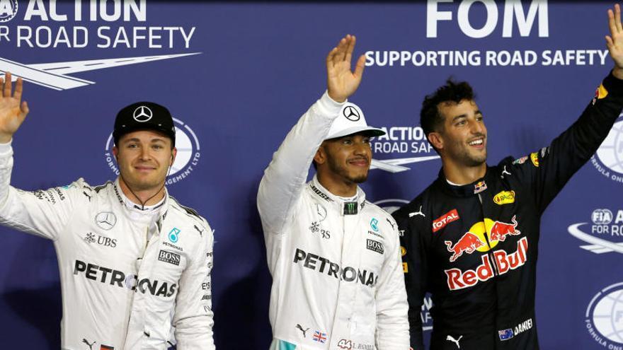 Hamilton mete presión a Rosberg y logra la 'pole'