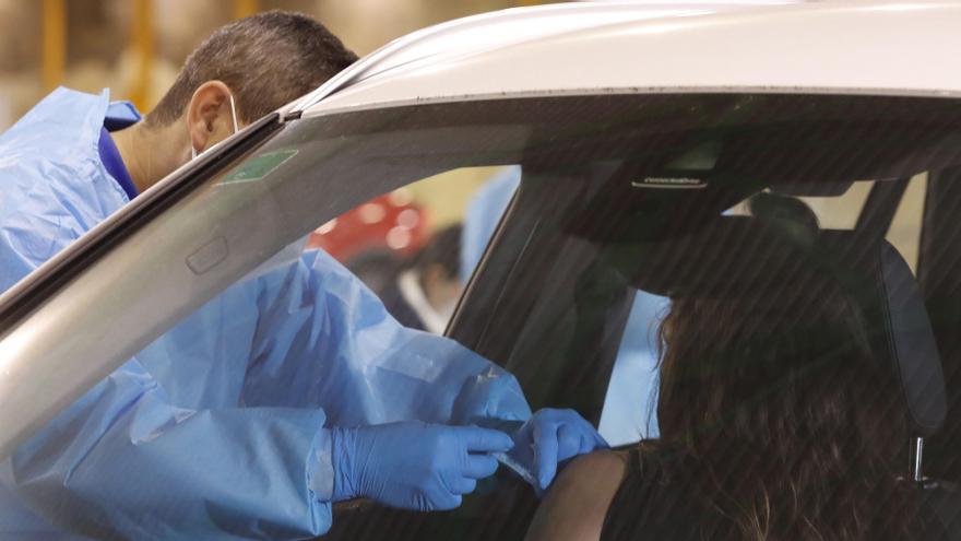 Sanidad notifica 6.037 nuevos casos de Covid y 254 muertes, con la incidencia en 153