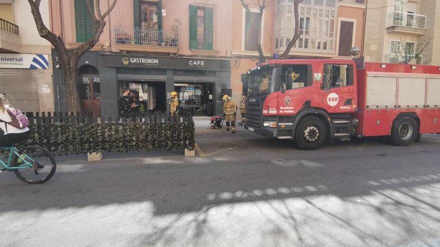 Incendian un coche y dos motos en El Molinar