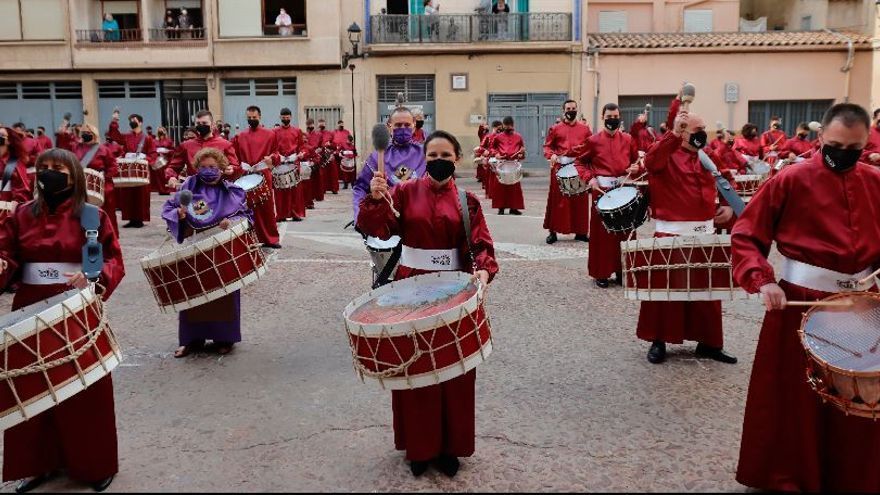 La alcaldesa de Almassora, Merche Galí, no faltó a su cita con Tambors de Passió del 2021