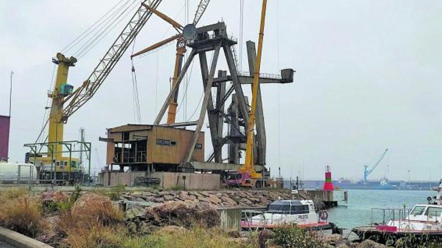 La grúa cabria del Port de Sagunt que se quería salvar acabó en chatarra