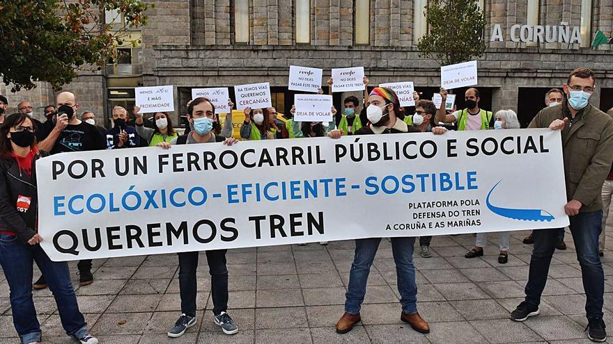 """Manifestación para reclamar un tren """"público y sostenible"""""""