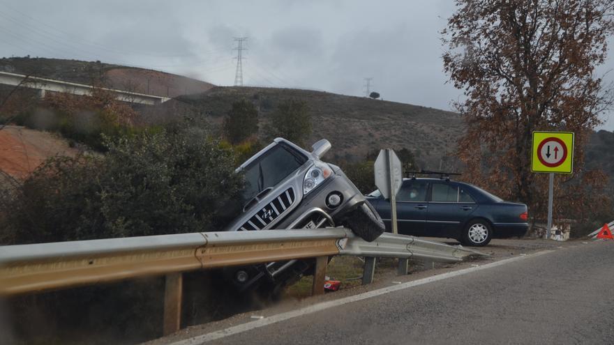 Aparatoso accidente en la N-631, en Rionegro del Puente
