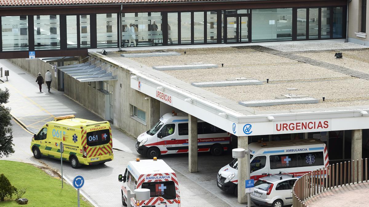 Archivo - Aparcamiento de Urgencias del Hospital Universitario Marqués de Valdecilla.- Archivo