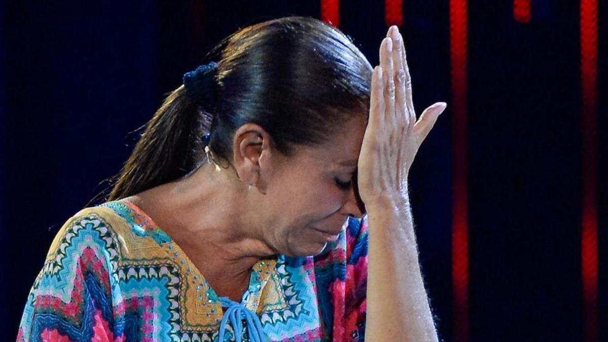 Isabel Pantoja, muy emocionada en Telecinco