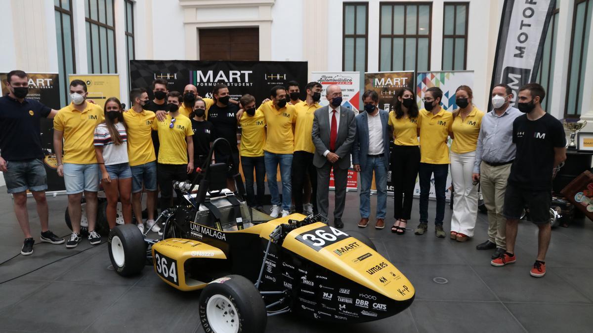 Málaga Racing Team presenta un coche de competición