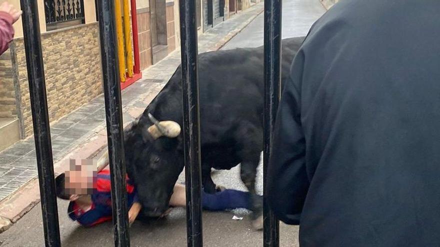 El hombre corneado en la cara por un toro en Castellón permanece en la UCI