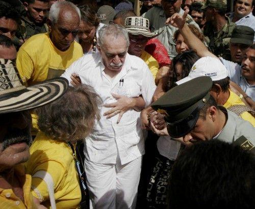 MILES DE PERSONAS RECIBEN A GABO EN SU PUEBLO NATAL ARACATACA
