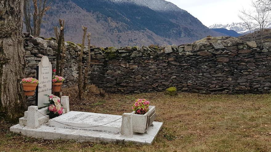 El cementiri més petit de l'Estat explica la història dels «amants de Bausen»
