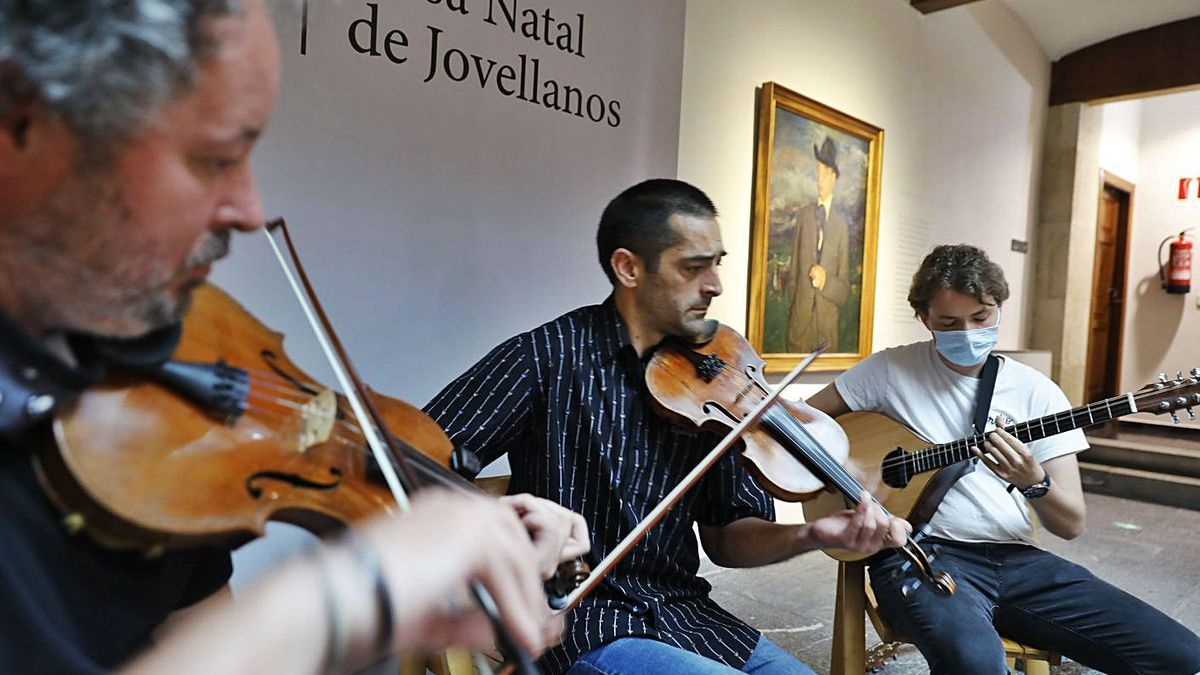 Folk asturiano en el Museo Casa Natal de Jovellanos   MARCOS LEÓN