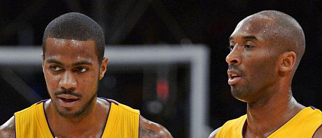 Earl Clark junto a Kobe Bryant durante su etapa en Los Ángeles Lakers.