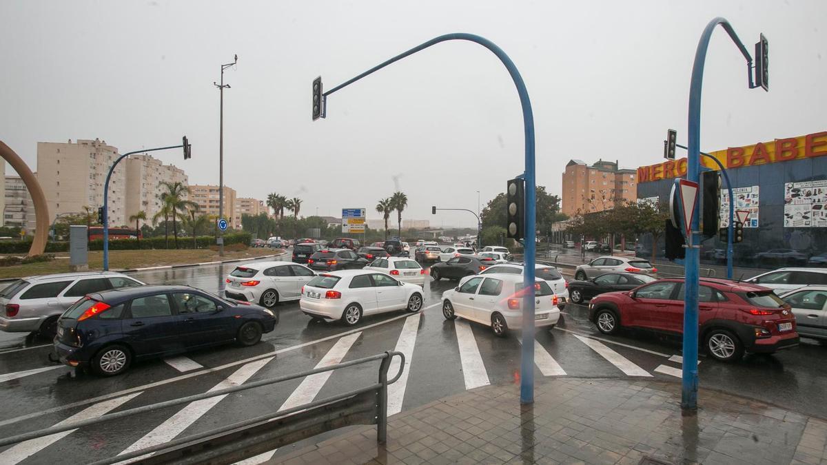 Jornada de lluvia, mangas marinas y atascos en Alicante