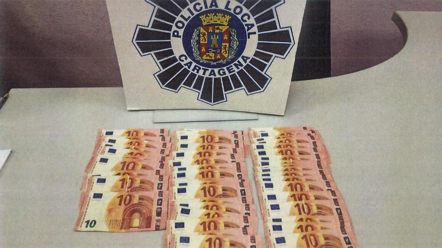 Detienen a una pareja por utilizar dinero falso en un salón de juegos en Cartagena