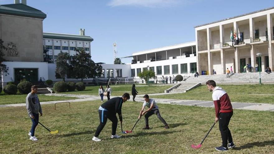 Unos siete mil alumnos acuden cada día al campus universitario de Rabanales
