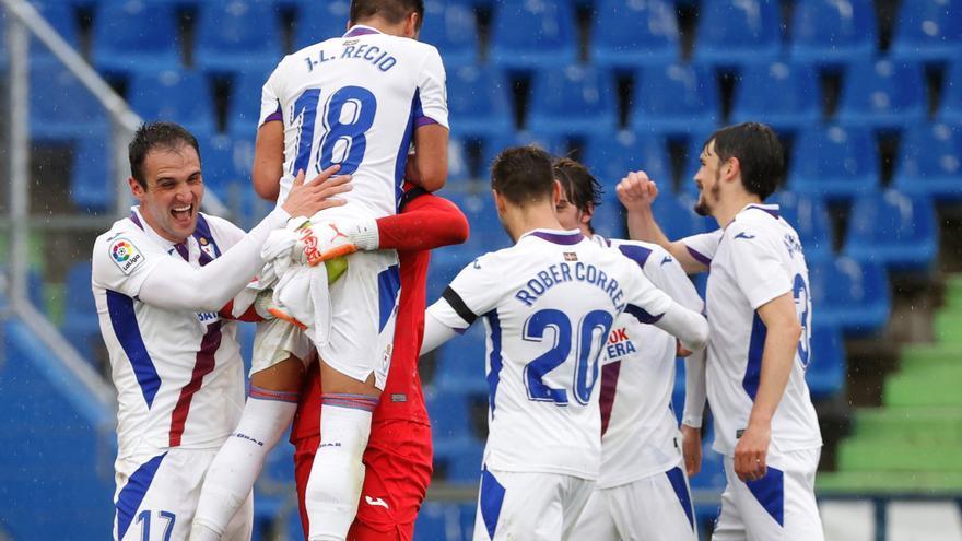 El Eibar vence al Getafe y se aferra al sueño de la permanencia