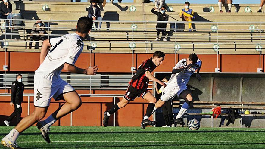 Escola de Fútbol Lalín y O Val disputan en el Cortizo un partido de necesitados