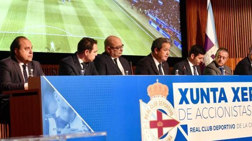 El consejo del Deportivo anuncia su dimisión