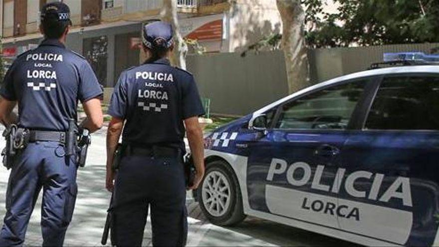 La Policía Local de Lorca consigue salvar la vida de una mujer que había sufrido un infarto