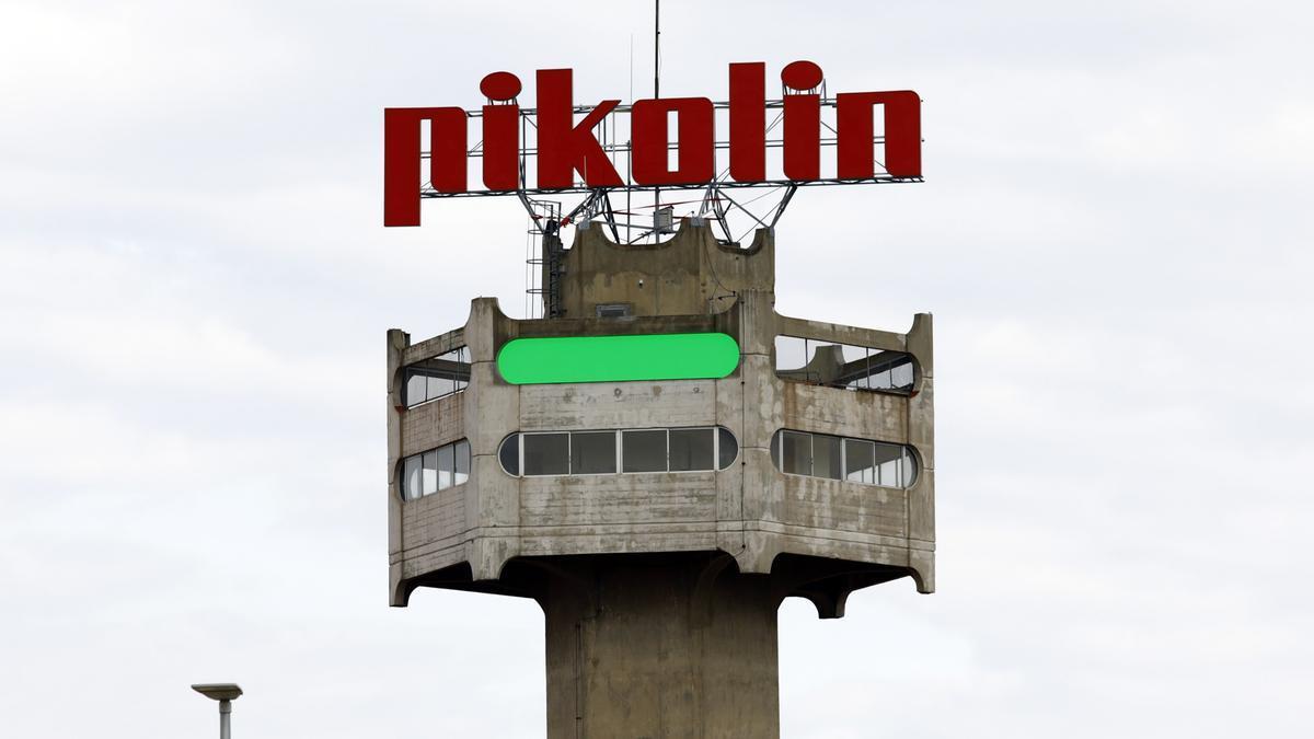 La reconocible torre de Pikolín de su fábrica de Zaragoza.