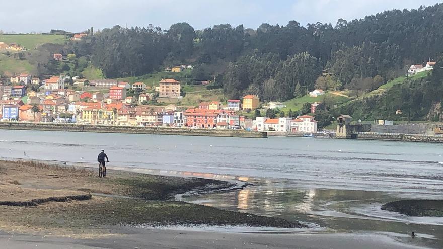La Semana Santa comienza en Asturias con cielos despejados y brisa en la costa