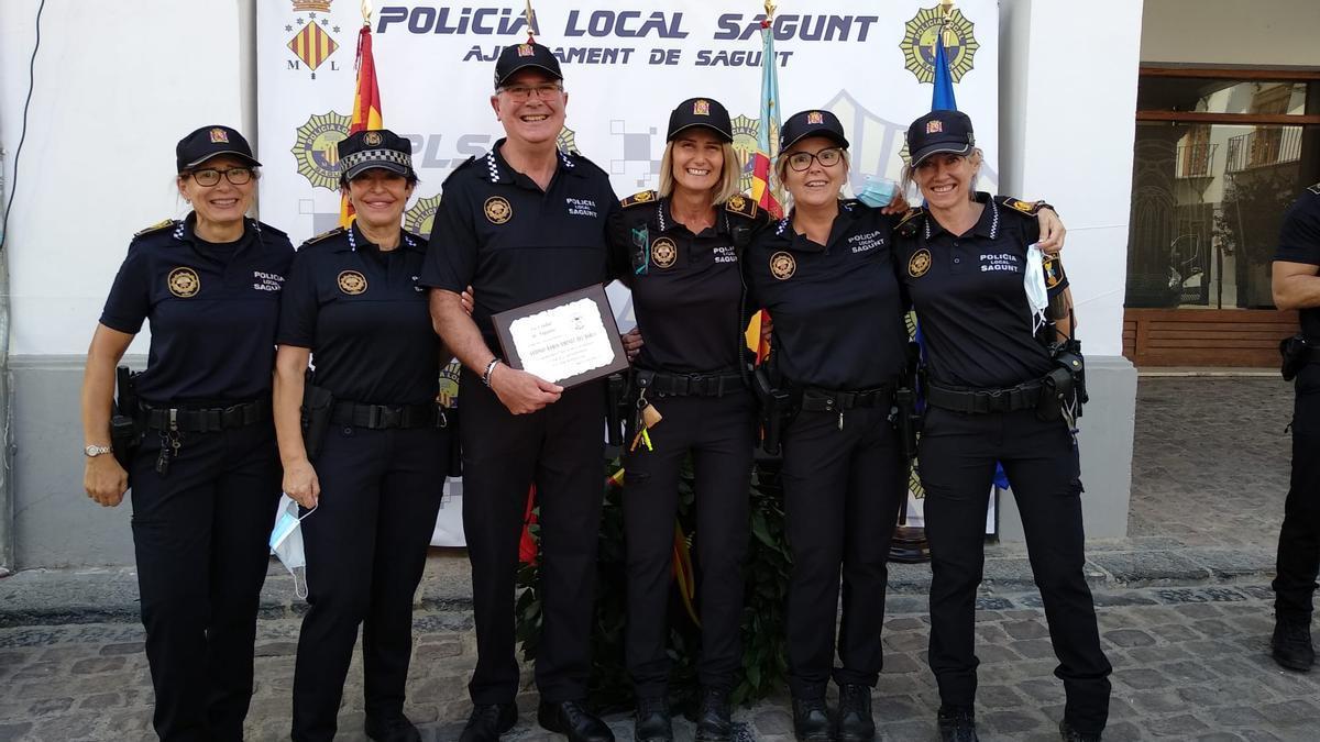 Alto institucional de la Policía Local en Sagunt.