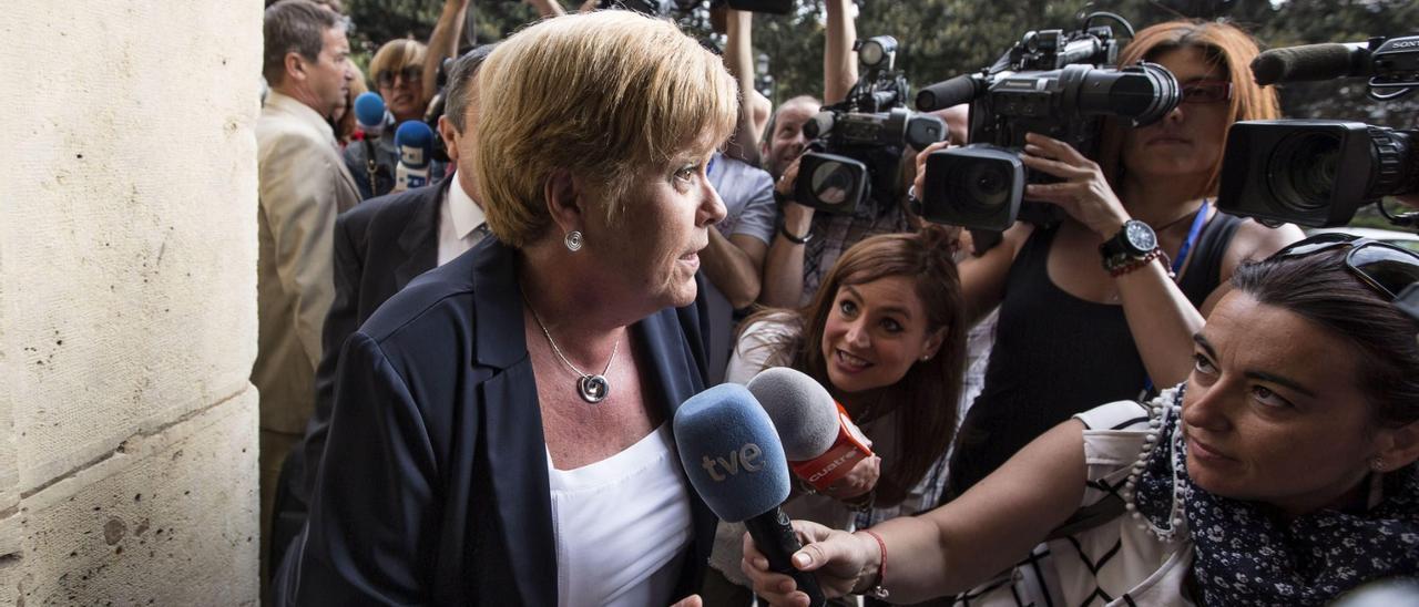 La ex consellera Milagrosa Martínez antes de una de las vistas en el TSJCV.
