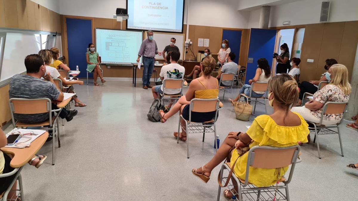 Visita de Ramón Marí al colegio Sant Carles.